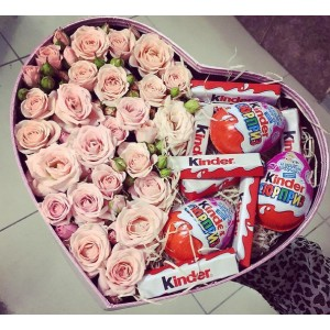 Розы спрей 9 шт в подарочной коробке с киндерами!