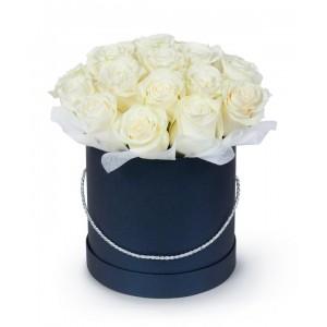Белые розы 29 шт в подарочной коробке!