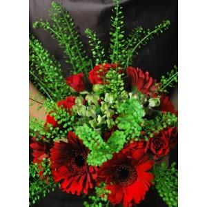Букет из красных гербер и красных роз 11 шт.