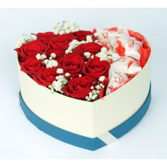 """Цветочная композиция из 11 красных роз в коробке-серце """"Raffaello"""""""