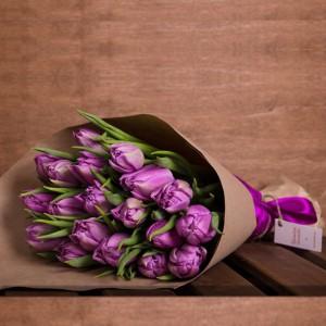 Букет из фиолетовых тюльпанов 19 шт.