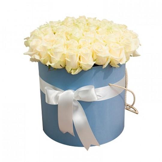 Белые розы 51 шт в подарочной коробке!