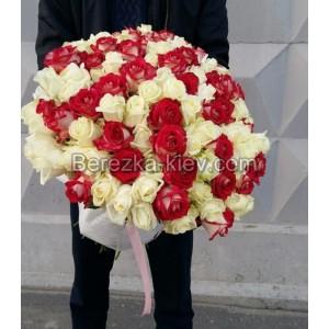Букет из белых-красных роз 101 шт. высота 50-60см.